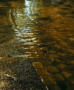 Fotografía: Empedrado mojado. Calle San Agustín, Málaga - A. González-Alba - https://www.flickr.com/photos/gonzalez-alba/