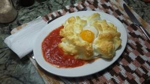 nube con huevo